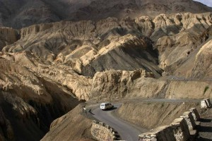 1024px-Ladakh_Highway