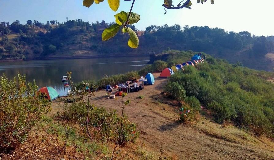 Igatpuri_LakeSide_Camping