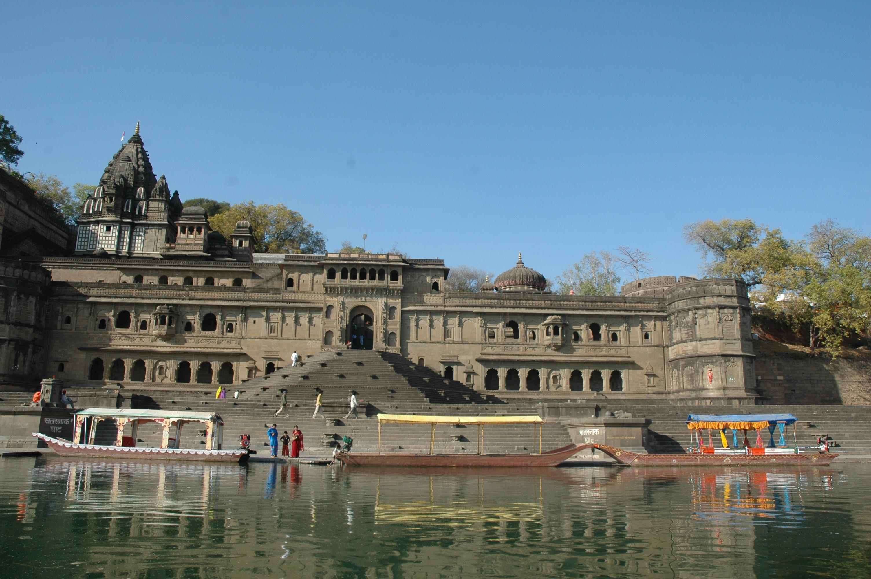 Temple_in_Maheshwar
